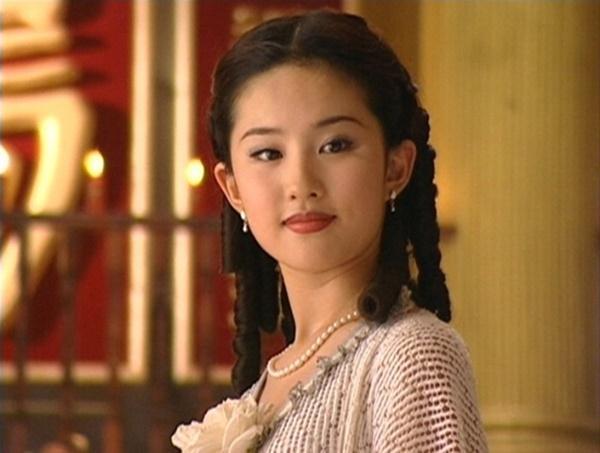 Chỉ với 4 bộ phim Lưu Diệc Phi đã tạo được địa vị mà đến giờ Dương Mịch và Triệu Lệ Dĩnh vẫn chưa đuổi kịp-1