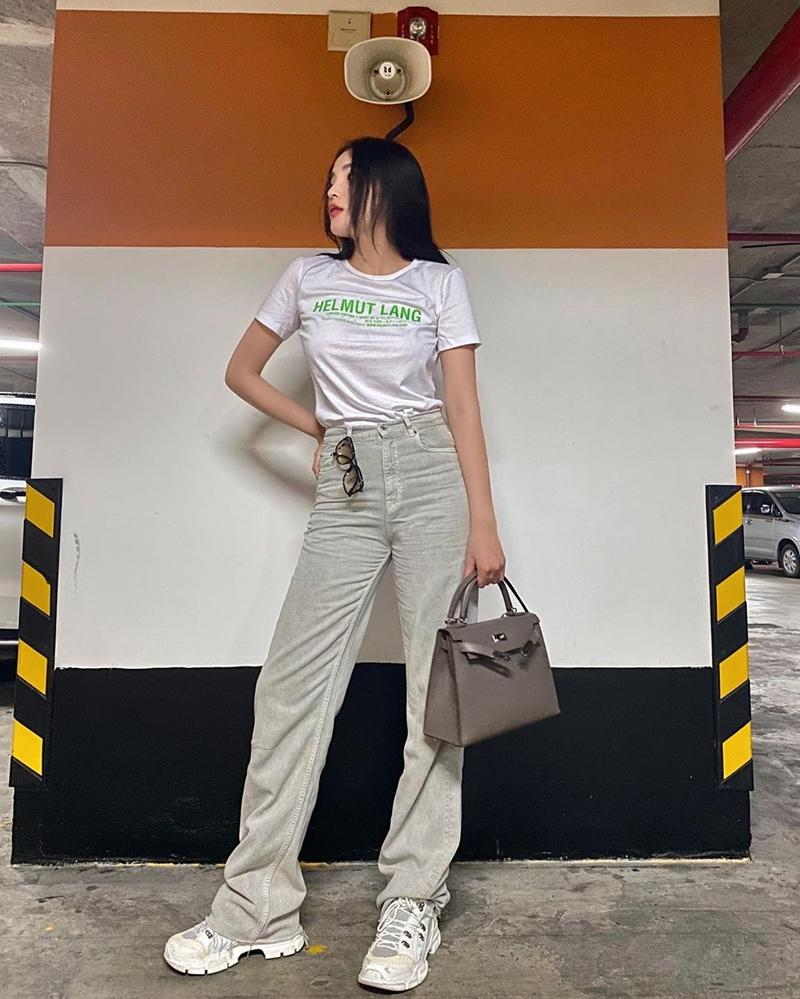 Ngọc Trinh - Mai Phương Thúy khoe outfit xẻ đùi sexy chiếm spotlight đường phố-6