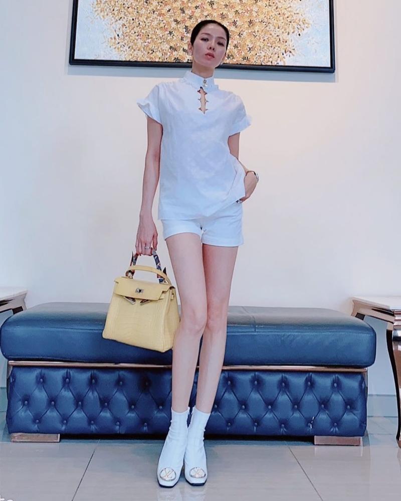Ngọc Trinh - Mai Phương Thúy khoe outfit xẻ đùi sexy chiếm spotlight đường phố-8