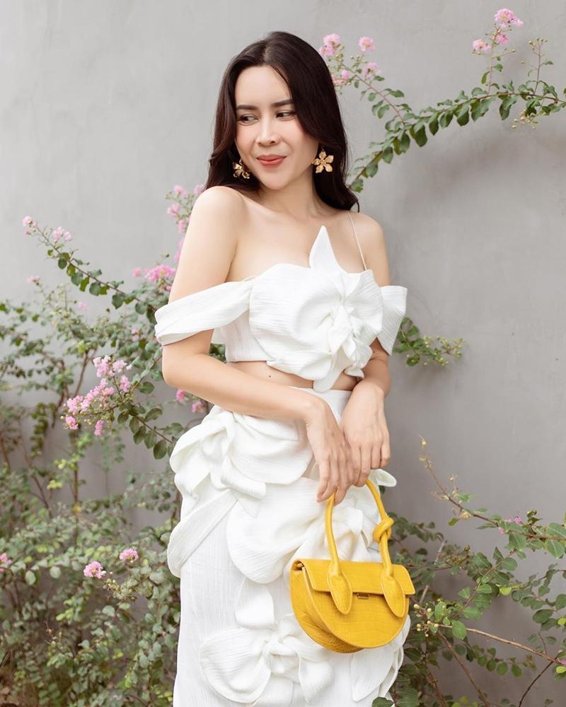 Ngọc Trinh - Mai Phương Thúy khoe outfit xẻ đùi sexy chiếm spotlight đường phố-9
