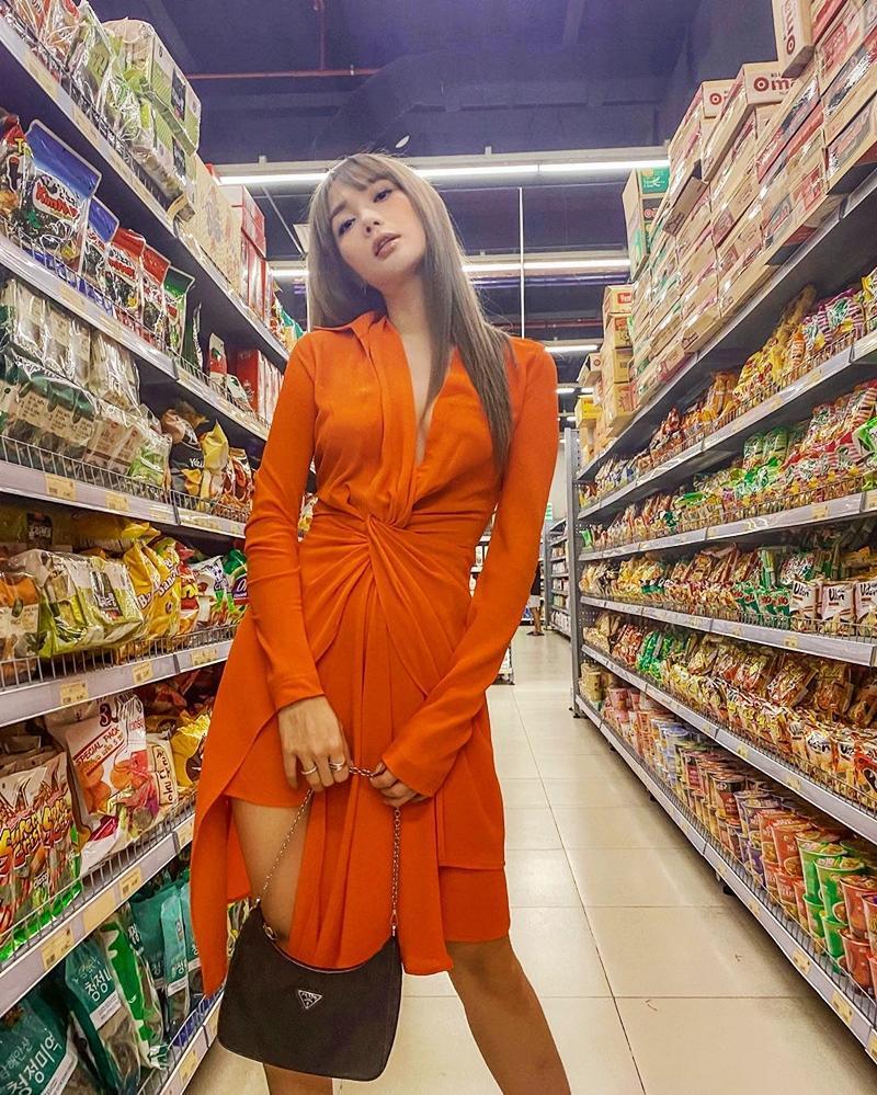 Ngọc Trinh - Mai Phương Thúy khoe outfit xẻ đùi sexy chiếm spotlight đường phố-10
