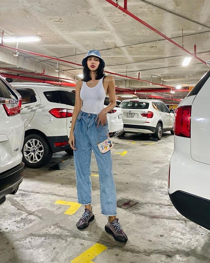 Ngọc Trinh - Mai Phương Thúy khoe outfit xẻ đùi sexy chiếm spotlight đường phố-7