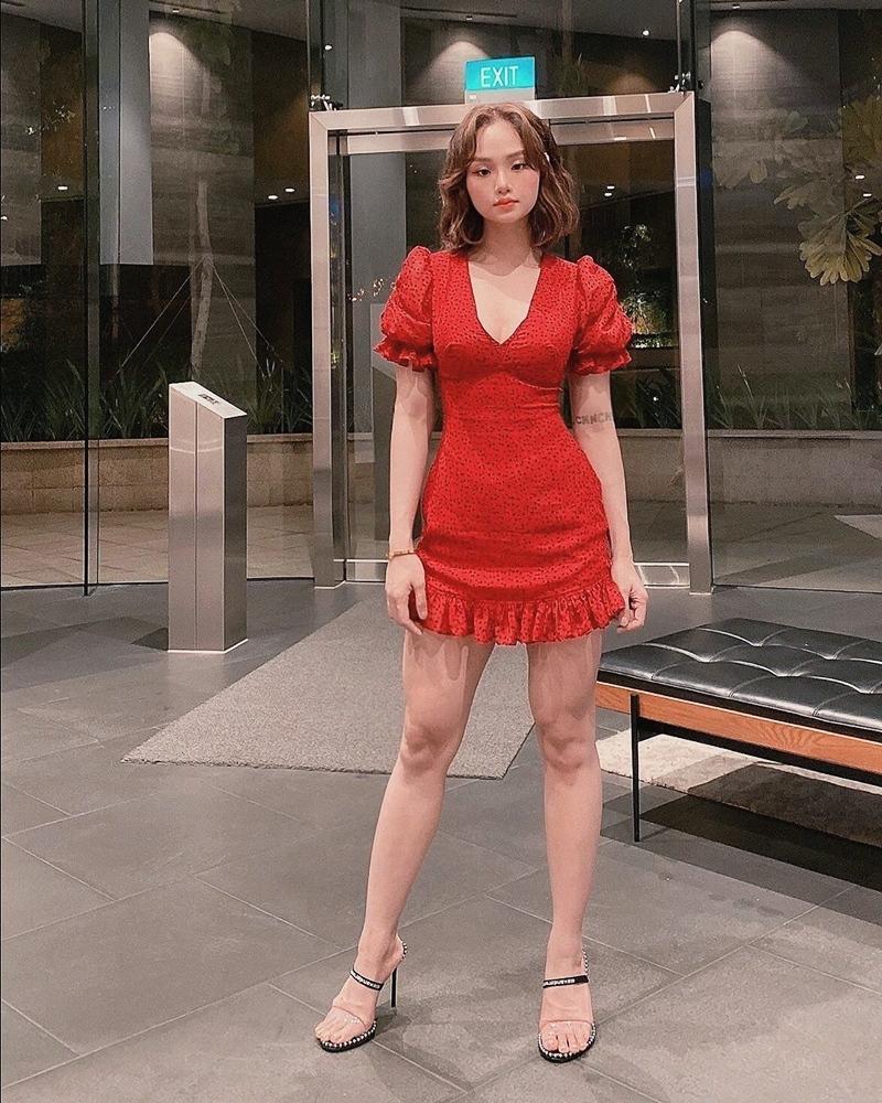 Ngọc Trinh - Mai Phương Thúy khoe outfit xẻ đùi sexy chiếm spotlight đường phố-11