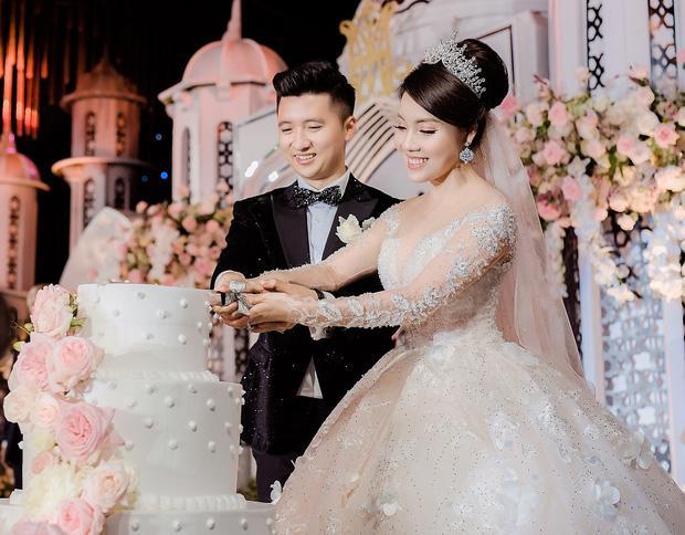 Trước khi bị phụ bạc, Âu Hà My từng hóa công chúa trong đám cưới với 3 bộ váy đính kim cương giá 1 tỉ đồng-2