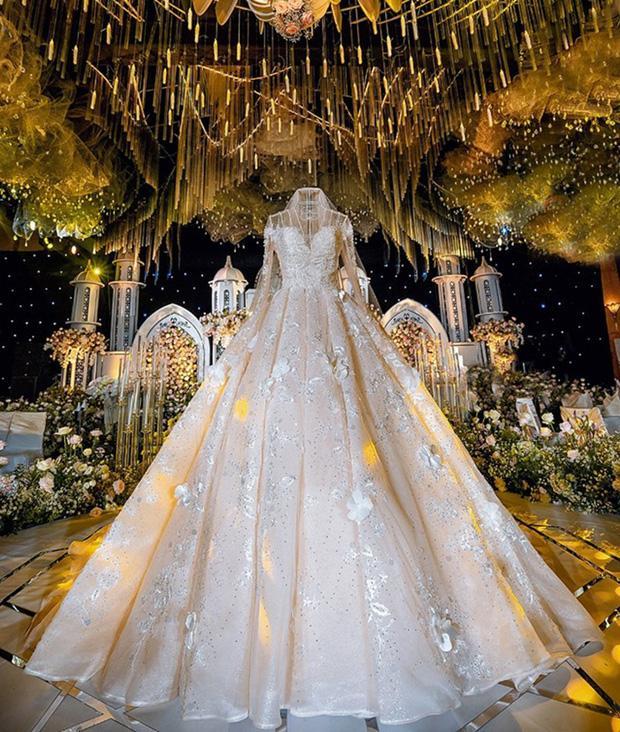 Trước khi bị phụ bạc, Âu Hà My từng hóa công chúa trong đám cưới với 3 bộ váy đính kim cương giá 1 tỉ đồng-7