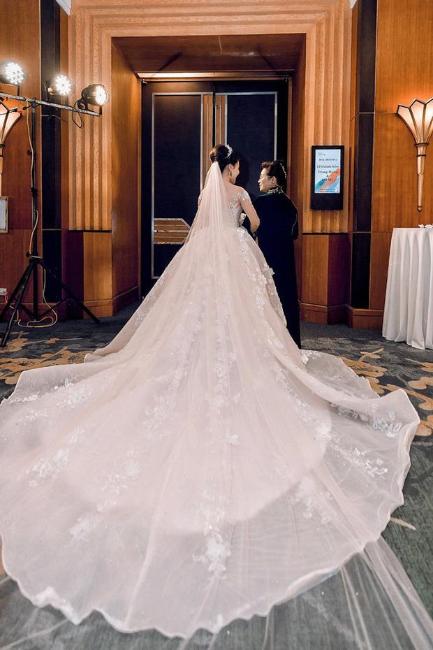 Trước khi bị phụ bạc, Âu Hà My từng hóa công chúa trong đám cưới với 3 bộ váy đính kim cương giá 1 tỉ đồng-10
