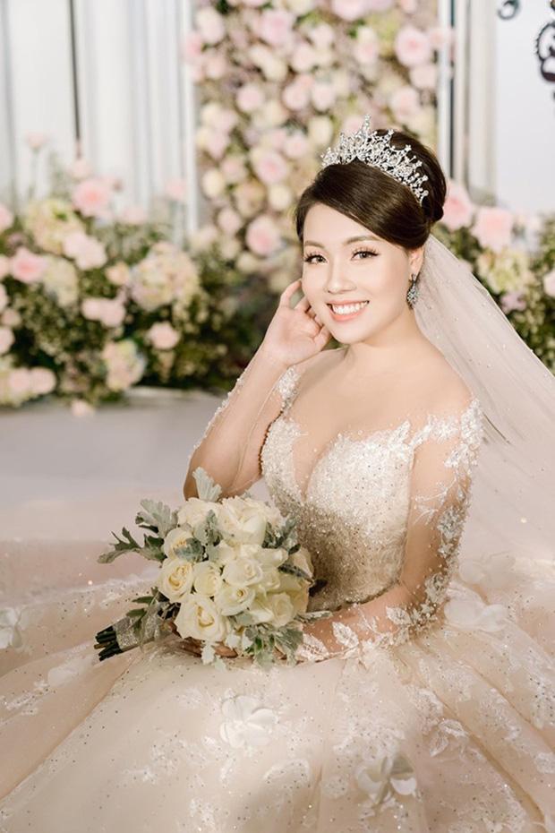 Trước khi bị phụ bạc, Âu Hà My từng hóa công chúa trong đám cưới với 3 bộ váy đính kim cương giá 1 tỉ đồng-13