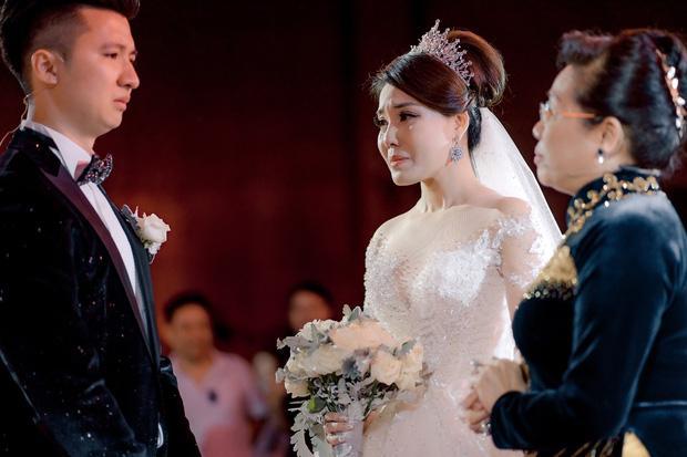 Trước khi bị phụ bạc, Âu Hà My từng hóa công chúa trong đám cưới với 3 bộ váy đính kim cương giá 1 tỉ đồng-15