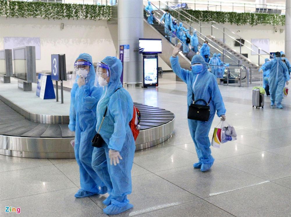 300 hành khách mắc kẹt tại Đà Nẵng về TP.HCM-5