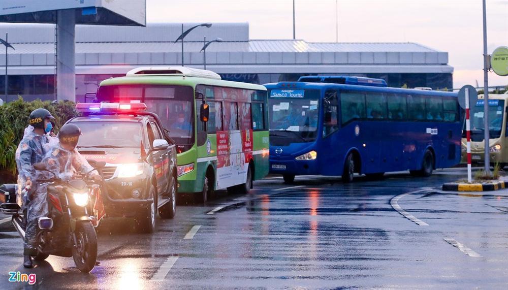 300 hành khách mắc kẹt tại Đà Nẵng về TP.HCM-8