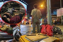 Nóng: Camry húc hàng loạt xe máy ở ngã tư Sài Gòn, người bị thương nằm la liệt