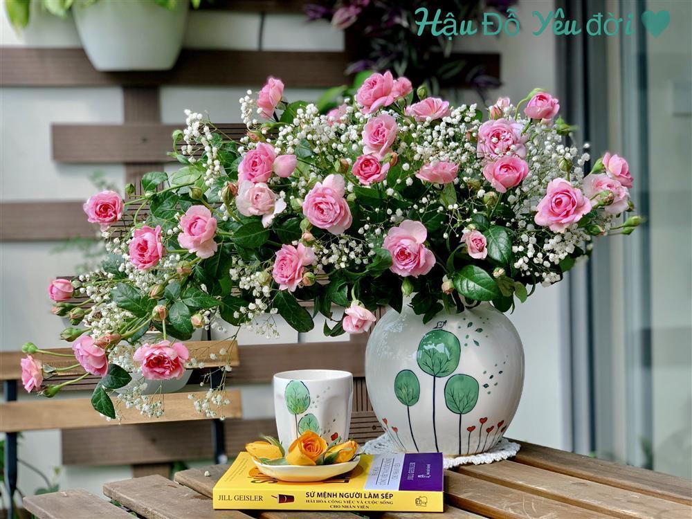 Cô giáo yoga coi cắm hoa như hành thiền, chỉ cách cắm bình hồng ngoại, bông nào cũng đẹp bung lụa-7