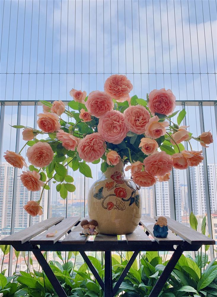 Cô giáo yoga coi cắm hoa như hành thiền, chỉ cách cắm bình hồng ngoại, bông nào cũng đẹp bung lụa-9