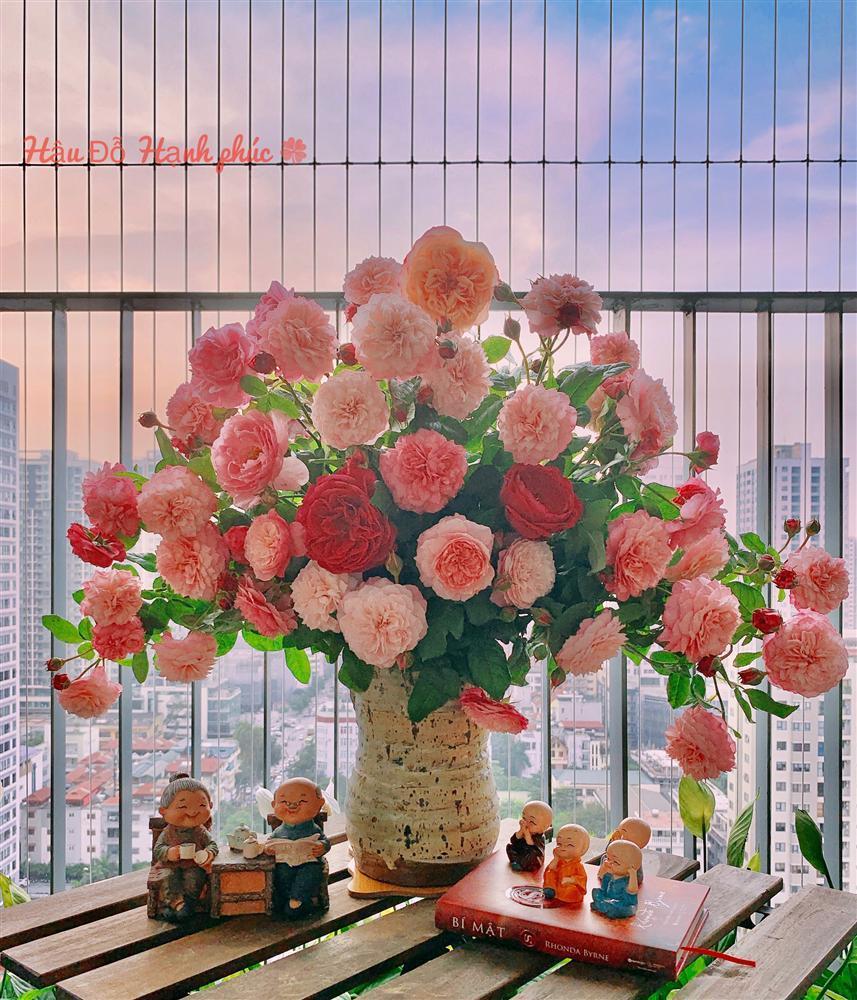 Cô giáo yoga coi cắm hoa như hành thiền, chỉ cách cắm bình hồng ngoại, bông nào cũng đẹp bung lụa-13