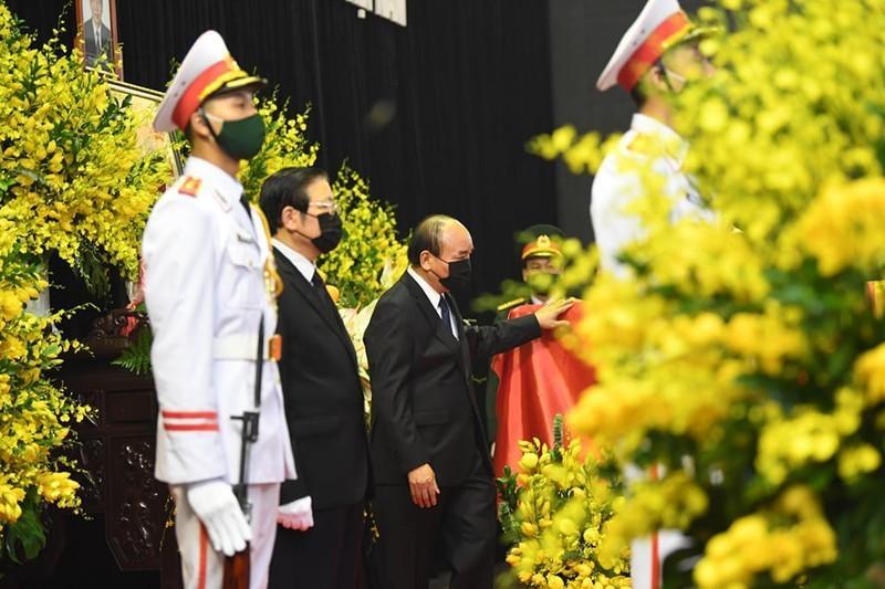 Thủ tướng, Chủ tịch QH viếng nguyên Tổng Bí thư Lê Khả Phiêu-5