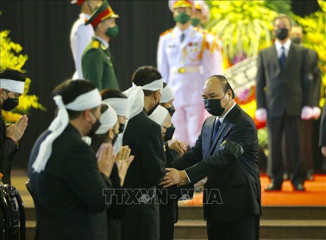 Thủ tướng, Chủ tịch QH viếng nguyên Tổng Bí thư Lê Khả Phiêu-6