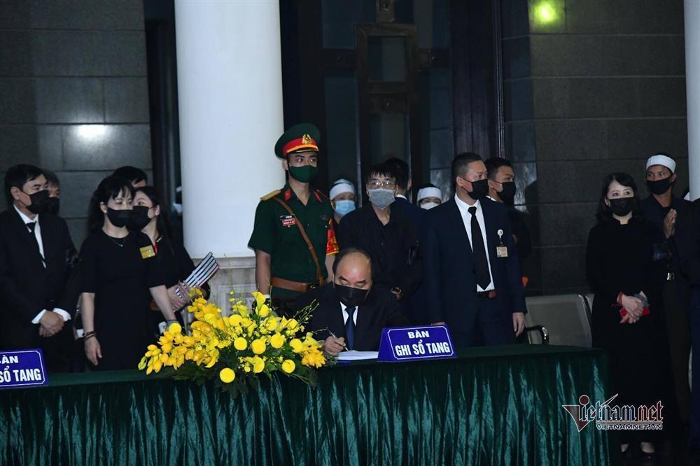 Thủ tướng, Chủ tịch QH viếng nguyên Tổng Bí thư Lê Khả Phiêu-8