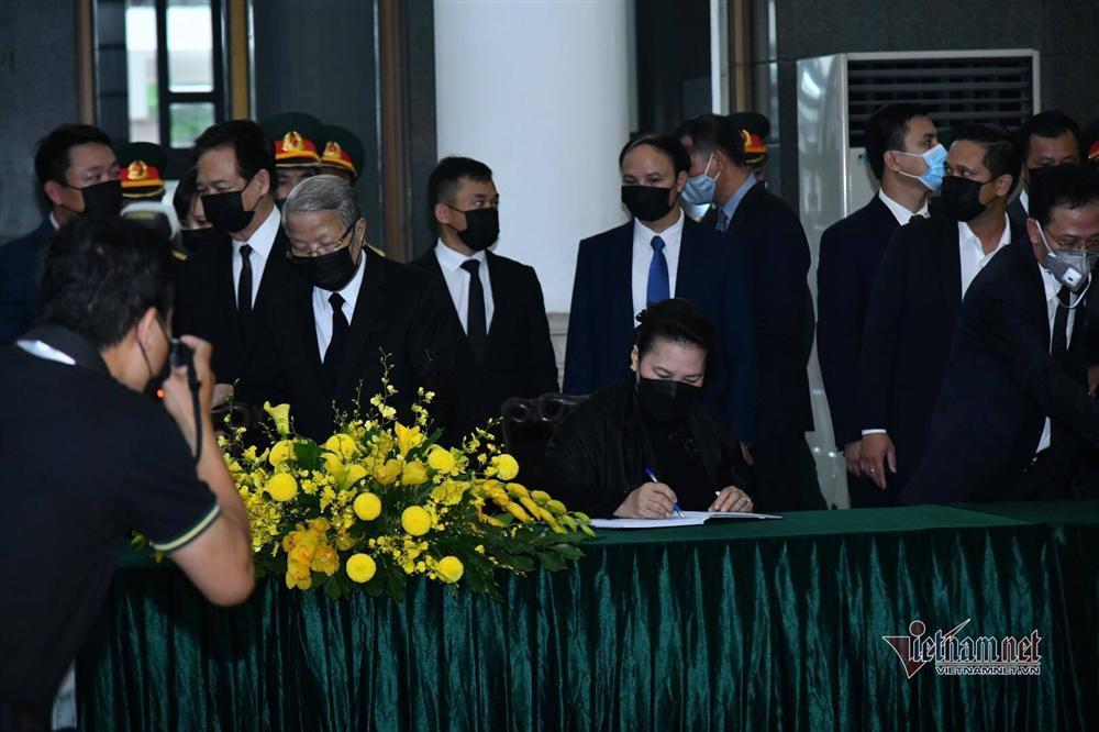 Thủ tướng, Chủ tịch QH viếng nguyên Tổng Bí thư Lê Khả Phiêu-9