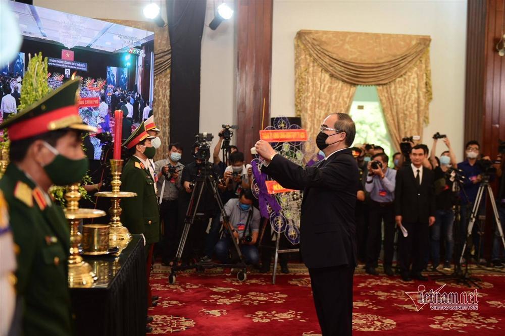 Thủ tướng, Chủ tịch QH viếng nguyên Tổng Bí thư Lê Khả Phiêu-16