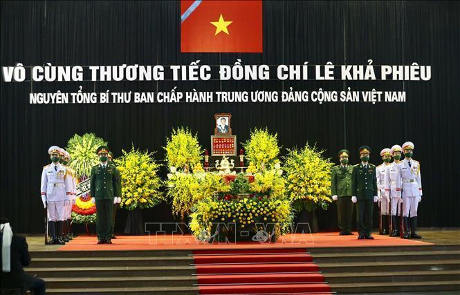 Thủ tướng, Chủ tịch QH viếng nguyên Tổng Bí thư Lê Khả Phiêu-20