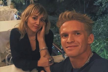 Miley Cyrus chia tay Cody Simpson sau 10 tháng yêu