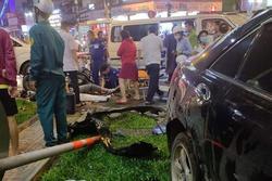 Camry húc hàng loạt xe máy, 10 người nhập viện: Nữ tài xế nhấn nhầm chân ga