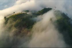 Núi lửa triệu năm tuổi ở Gia Lai chìm trong biển mây