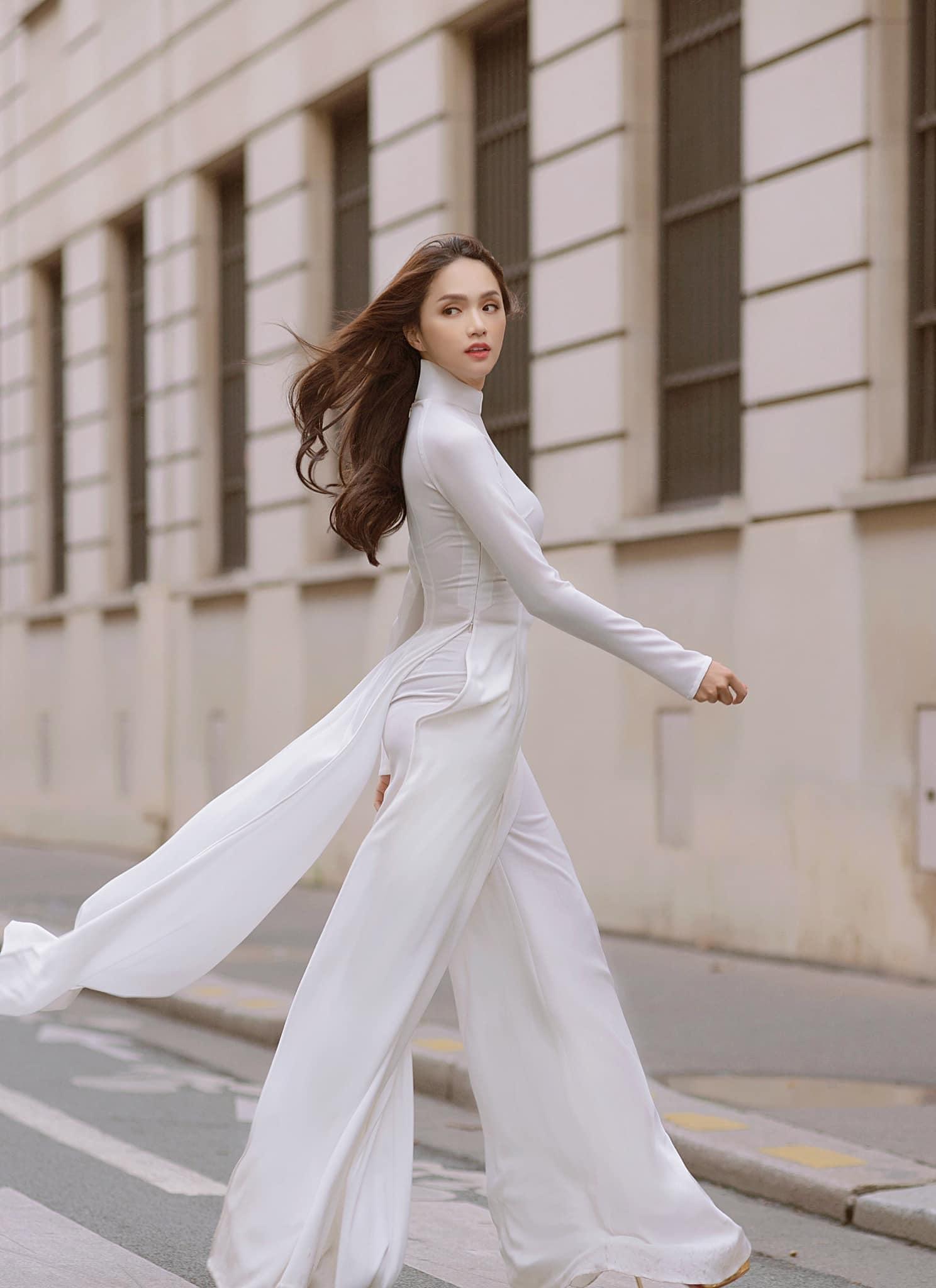 Hương Giang mặc áo dài trắng tinh khôi đẹp tựa nữ thần ở