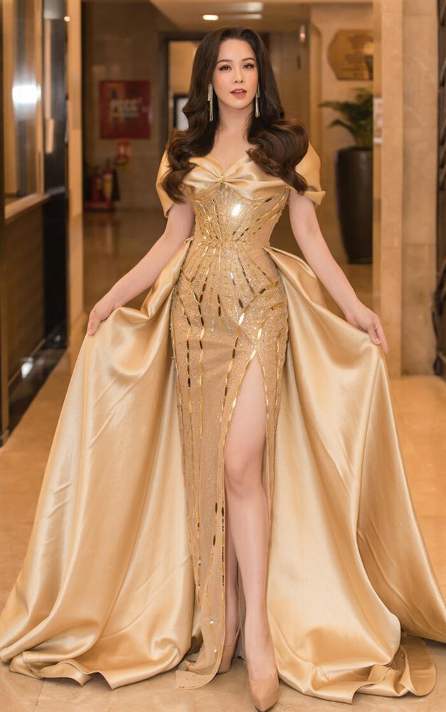 Váy cưới đấu giá nửa tỷ của Lương Thùy Linh HOT nhất làng mẫu tuần qua-4