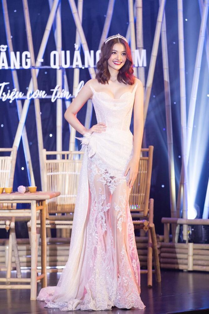 Váy cưới đấu giá nửa tỷ của Lương Thùy Linh HOT nhất làng mẫu tuần qua-6