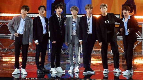 Hot K-Pop 14/8: BLACKPINK lọt top 100 gương mặt đẹp nhất thế giới-8