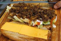 Bánh kẹp thịt bò hấp dẫn trên đường phố Hàn Quốc