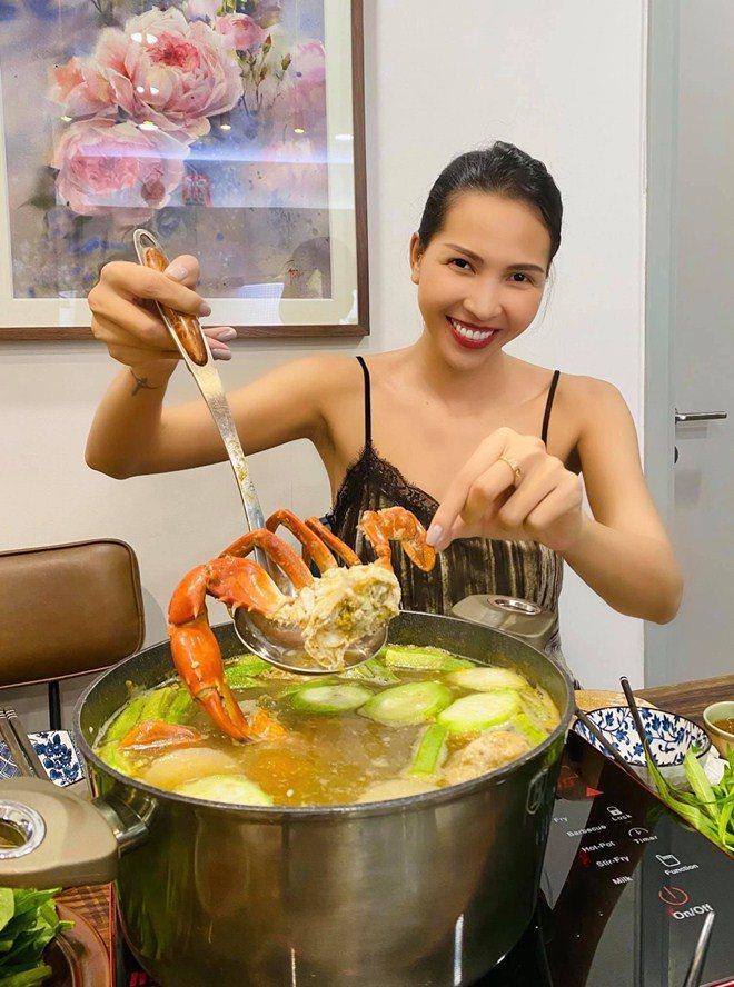 Được người tình chân dài làm món tủ, Kỳ Duyên nức nở khen ngon nhất Sài Gòn-5