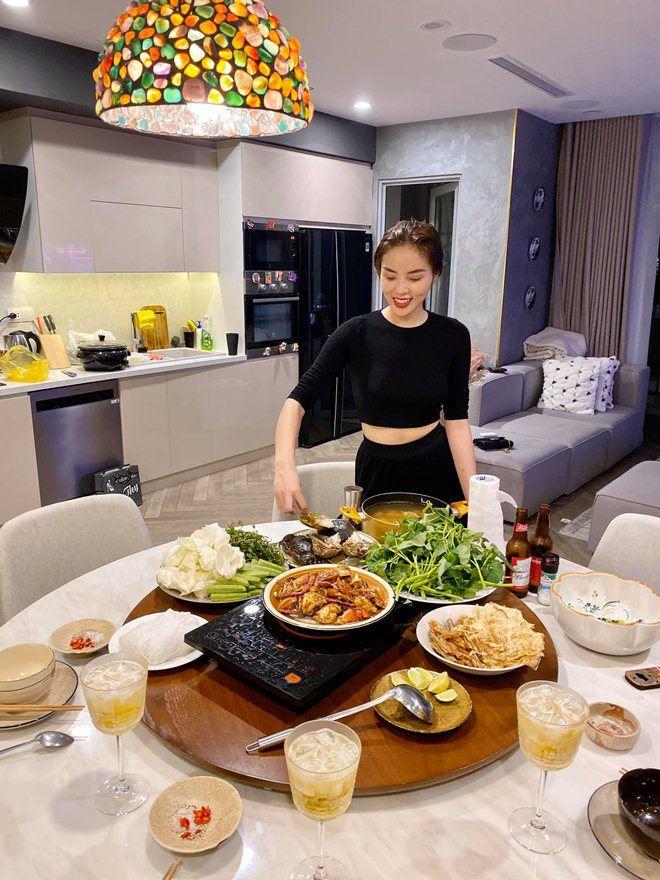 Được người tình chân dài làm món tủ, Kỳ Duyên nức nở khen ngon nhất Sài Gòn-6