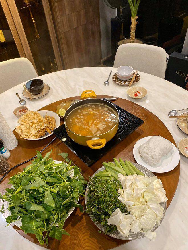Được người tình chân dài làm món tủ, Kỳ Duyên nức nở khen ngon nhất Sài Gòn-8