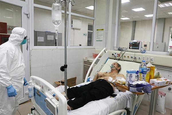 BV Bệnh Nhiệt đới Trung ương: 3 bệnh nhân COVID-19 tiến triển rất nặng, BN812 tổn thương 70% phổi-1