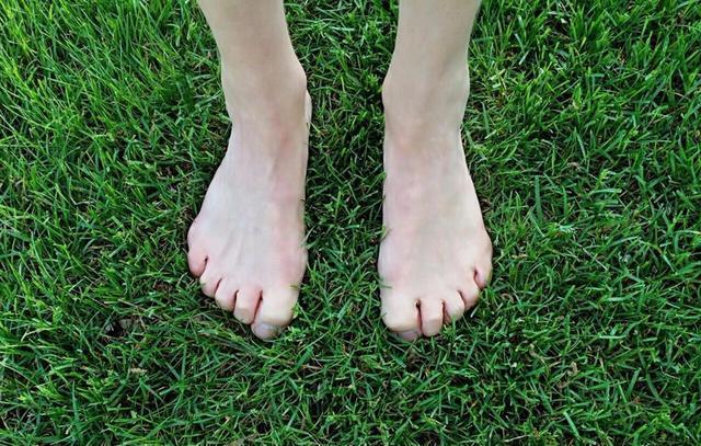 Muốn biết tuổi thọ hãy nhìn xuống chân: 2 dấu hiệu chứng tỏ bạn tuổi thọ kém, nhiều bệnh tật-1