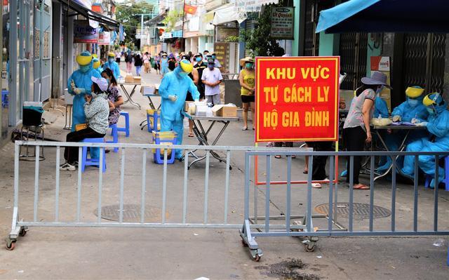 KHẨN: Truy tìm người tham dự đám tang có 3 ca mắc Covid-19 tại Đà Nẵng-1