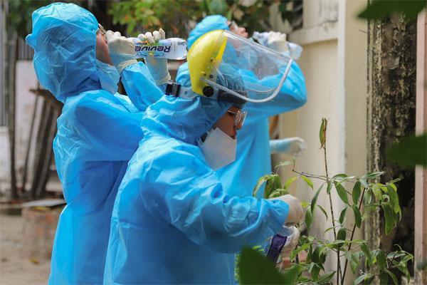 Lịch trình của 14 ca Covid-19 mới ở Đà Nẵng: 1 người từng tiếp xúc với 7 bệnh nhân khác-1