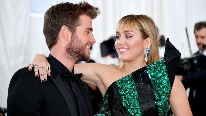 Miley Cyrus - ca sĩ có sở thích yêu ngắn ngủi, tình trường phức tạp-7