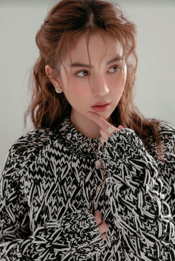 Đang hè lại mặc đồ đông, Ngọc Trinh bị phát hiện sao chép phong cách của Song Hye Kyo-3