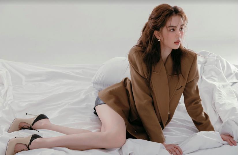 Đang hè lại mặc đồ đông, Ngọc Trinh bị phát hiện sao chép phong cách của Song Hye Kyo-4