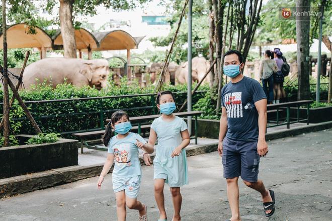 Người Sài Gòn góp cả chục tấn rau củ cùng hàng tỷ đồng, cứu đói bầy thú ở Thảo Cầm Viên trong mùa dịch Covid-19-2
