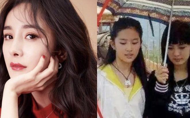 14 năm trước Dương Mịch cầm ô phục vụ Lưu Diệc Phi, chẳng ngờ giờ là mỹ nhân hạng A hot hơn cả nữ chính ngày ấy-1