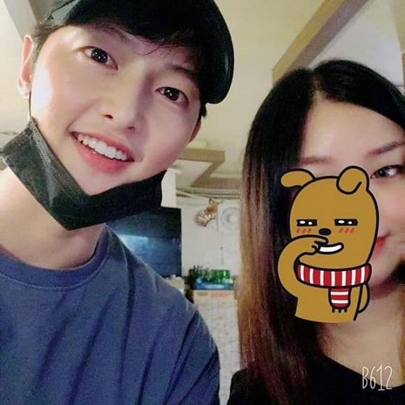 Song Joong Ki xuất hiện với gái lạ sau khi anh trai ám chỉ nam diễn viên ly hôn vì vấn đề con cái-2