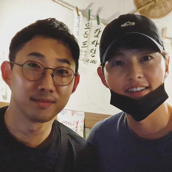 Song Joong Ki xuất hiện với gái lạ sau khi anh trai ám chỉ nam diễn viên ly hôn vì vấn đề con cái-4