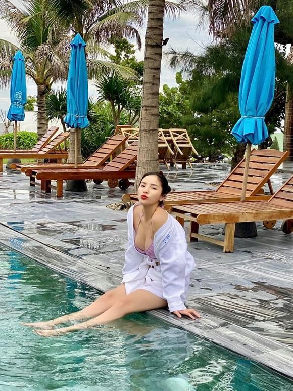Lâu lâu Hoa hậu Kỳ Duyên mới đăng ảnh diện bikini, dân tình đổ dồn sự chú ý vào vòng một nóng bỏng-3