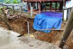 Xuất hiện hố tử thần sau tiếng nổ lớn nuốt chửng sân nhà dân-2