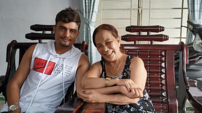 Sau tin đồn bỏ vợ, chú rể Pakistan đăng ảnh giường chiếu với cô dâu Việt 65 tuổi-1