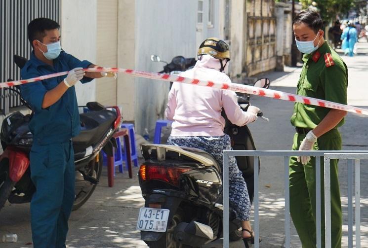 Nữ công an nhiễm Covid-19 ở Đà Nẵng từng trực chốt bệnh viện dã chiến-1